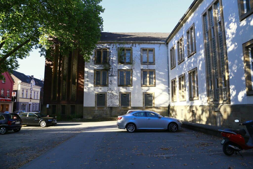 Witten/Herdecke University courtyard